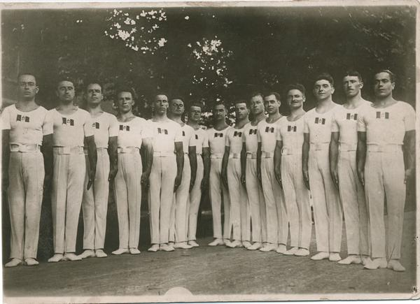 Squadra nazionale di Ginnastica negli Anni '20 (a sx, Leonardo Gianninone)