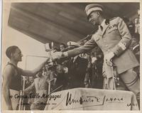 L'atleta Alloisi premiato dal Principe Umberto di Savoia alla IX Coppa Tullo Morgagni - Torino, 11 e 12 maggio 1940